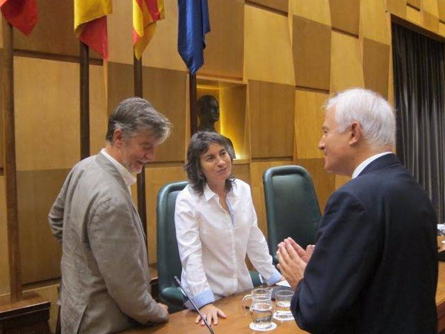 La vicealcaldesa Broto, entre el alcalde y el portavoz del PP