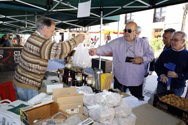 Oria visita el Mercado de Otoño de los Valles Pasiegos