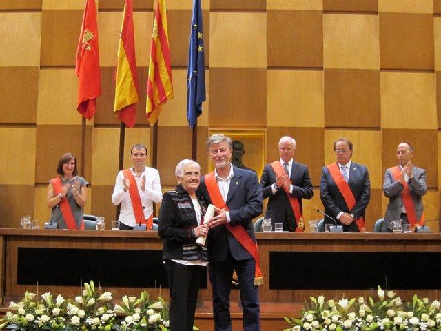 La Hermana Milagros Hernández recoge la Medalla de Oro de la ciudad de Zaragoza