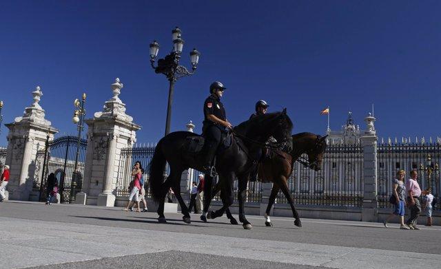Policía montada en el Palacio Real