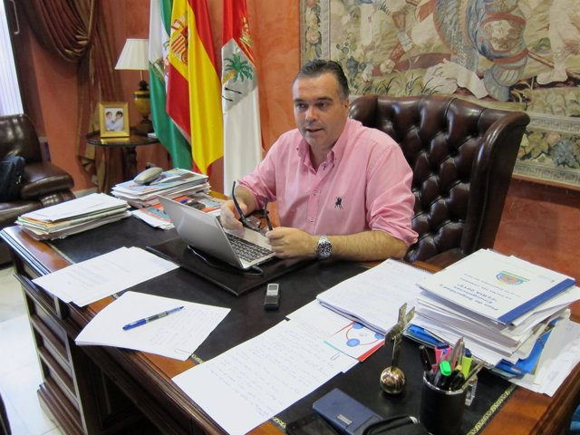El alcalde de La Palma del Condado, Manuel García Félix.