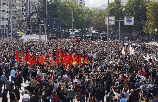 Manifestación en homenaje a las víctimas del doble atentado de Ankara