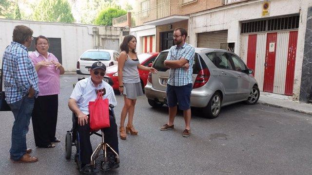 Visita del PSOE a la calle Loma del Dílar de Granada