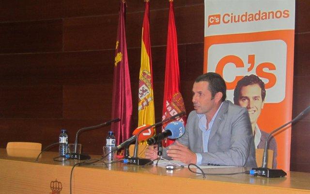 Mario Gómez de Ciudadanos en rueda de prensa