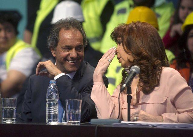 El candidato del Frente Para la Victoria, Daniel Scioli, y Cristina Fernández