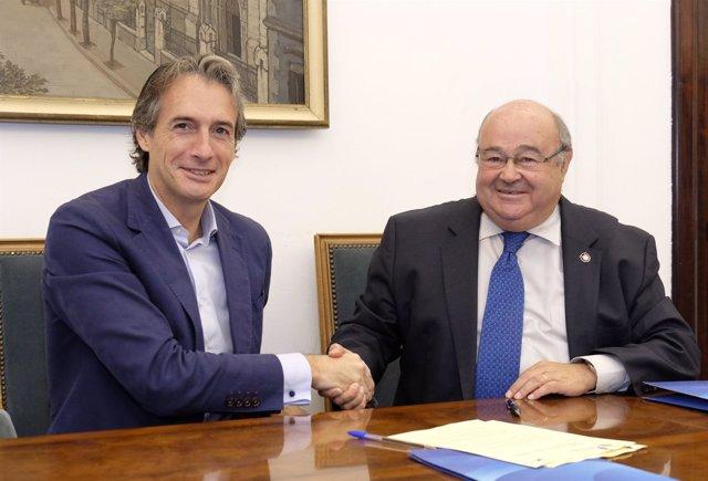 De la Serna y Gómez Sal renuevan acuerdo para las becas