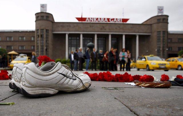 Zapatillas de una de las víctimas del atentado de Ankara