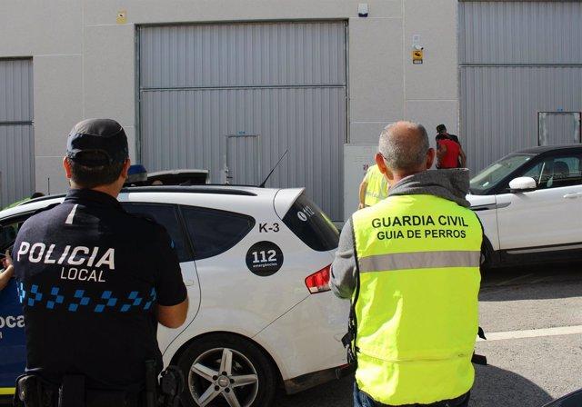 Registro de la Guardia Civil y la policía local en una asociación de Calafell