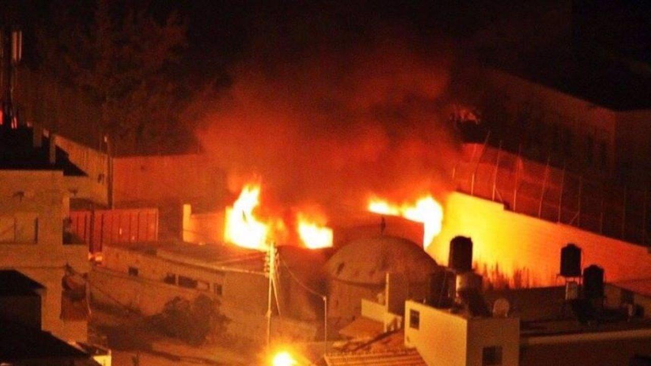 Jovenes palestinos incendian la tumba del patriarca José
