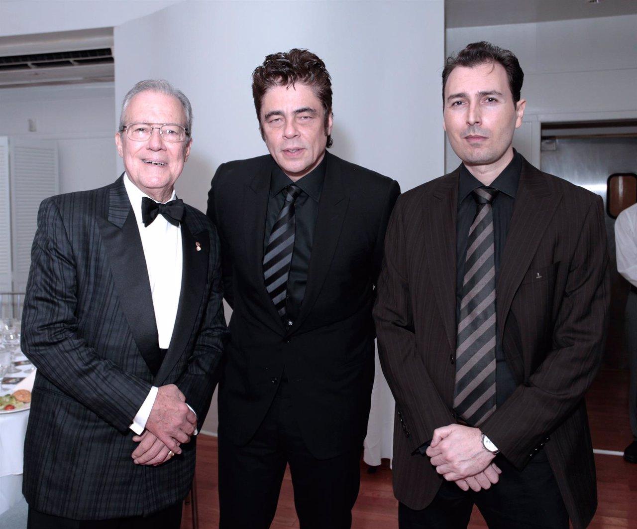Benicio del Toro, Andy García y Manolo Garcí-Oliva, presidente de HOLA