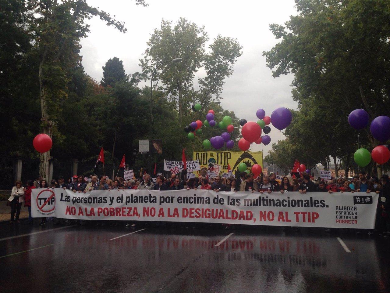 Cabecera de la manifestación contra el TTIP