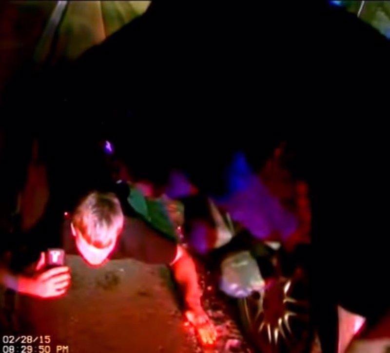 Un adolescente da las luces a un coche patrulla en Michigan y acaba acribillado