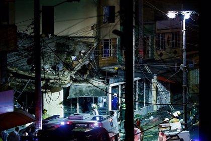 Mueren cinco personas tras estrellarse una avioneta contra un edificio en Bogotá