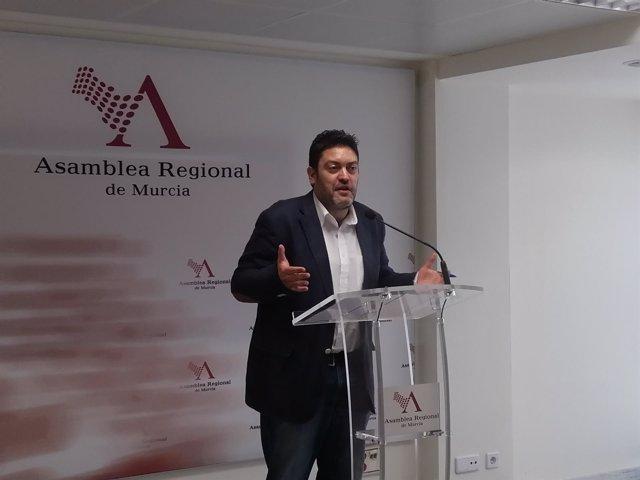 El portavoz en la Asamblea Regional, Miguel Sánchez