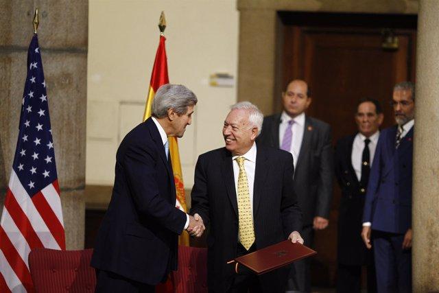 El ministro José Manuel García-Margallo y el secretario de Estado de EEUU