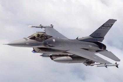 Un F-16 del Ejército de EEUU, alcanzado por fuego de armas ligeras en Afganistán