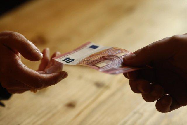 Billetes de diez euros, consumo, compras, comprar, consumir, cobrar, cobro