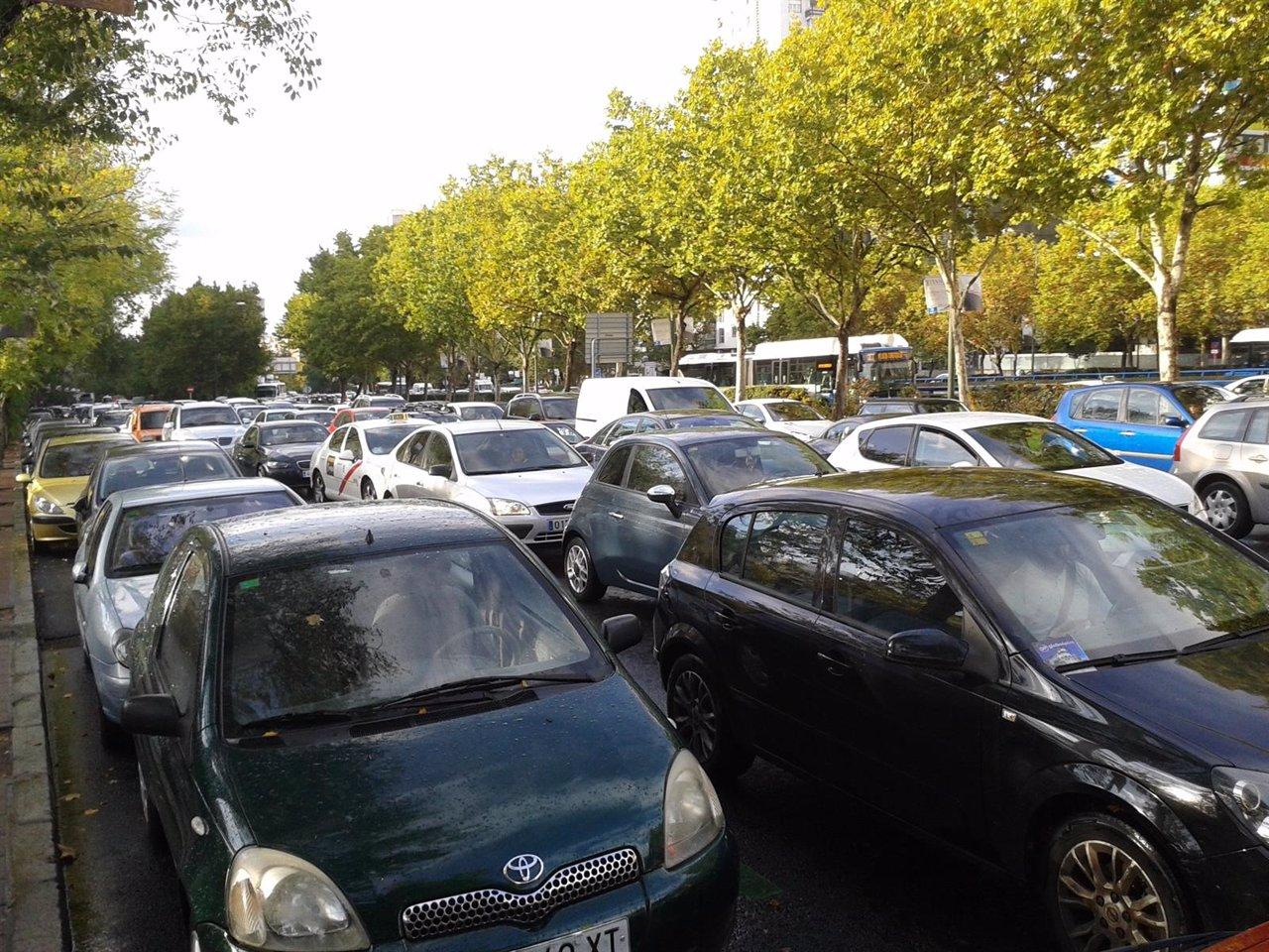 Atasco, tráfico, paseo de la Castellana, Madrid, Plaza de Castilla, Coches