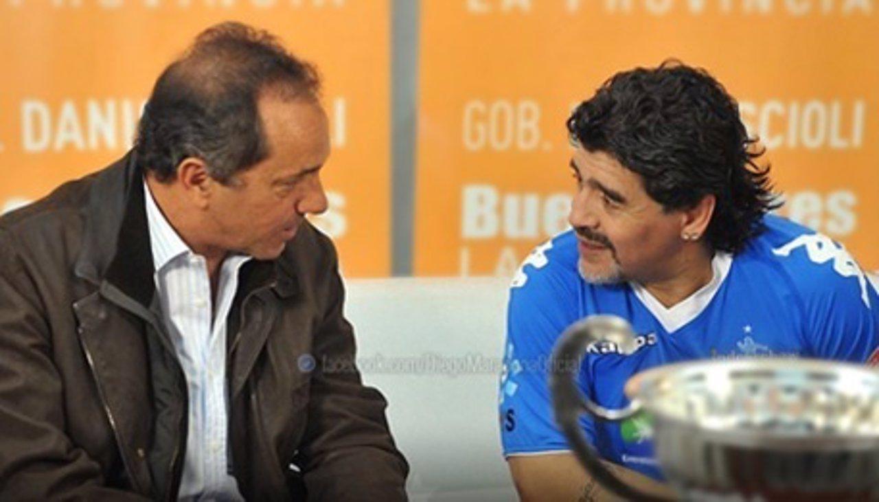 Maradona apoya a Scioli en las elecciones de Argentina
