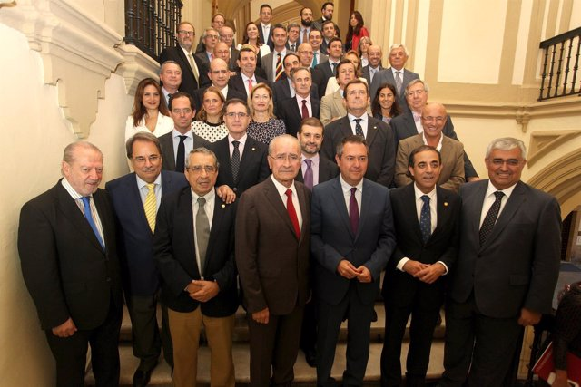 Firma de protocolo de colaboración entre Sevilla y Málaga