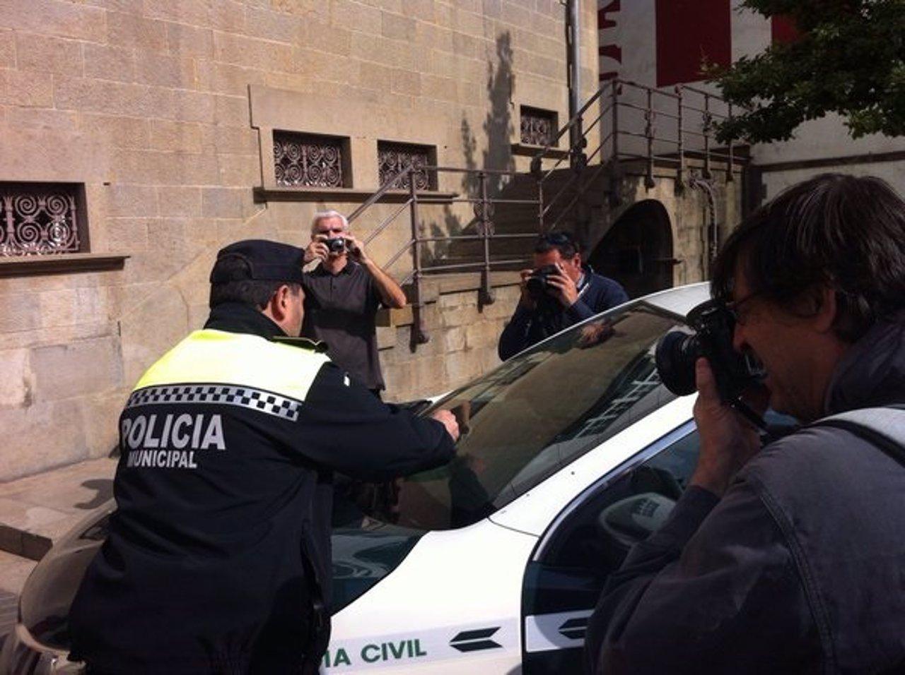 La Policía de Olot multa a un coche de la Guardia Civil