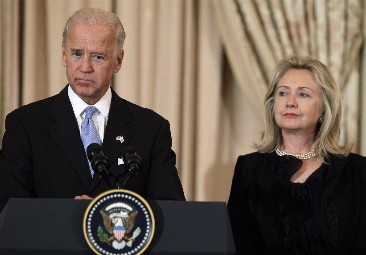 El vicepresidente Joe Biden y Hillary Clinton en un acto en octubre de 2011