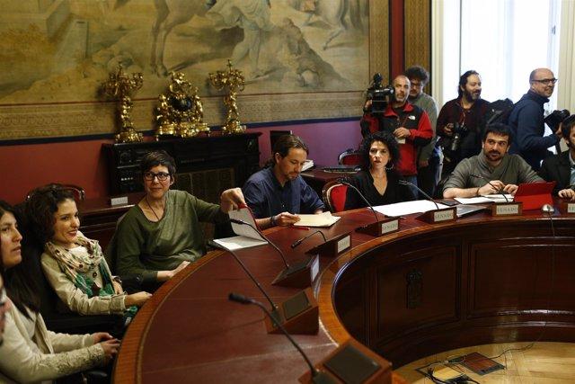 Pablo Iglesias se reúne con los senadores de Podemos en el Senado