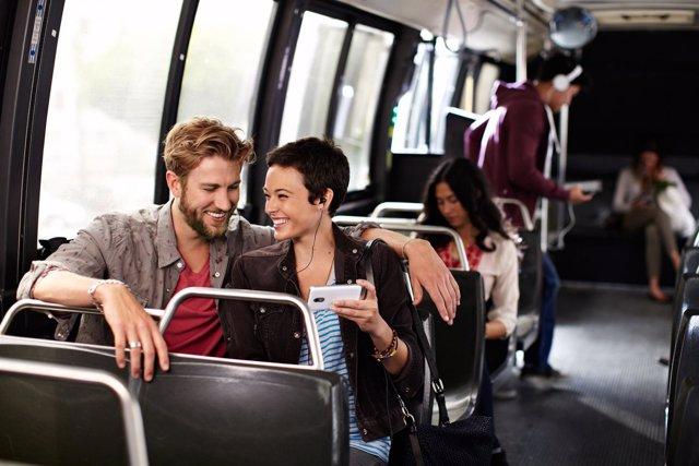 Netflix lifestyle smartphone móvil tablet tecnología película serie autobús