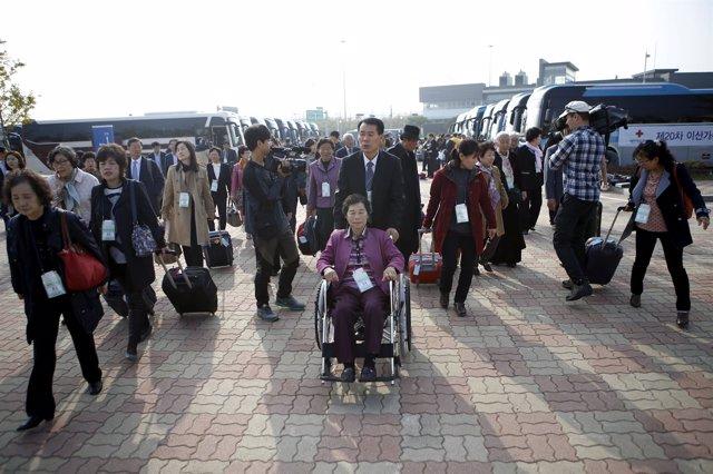 Participantes de Corea del Sur en la reunión de familias separadas por la guerra