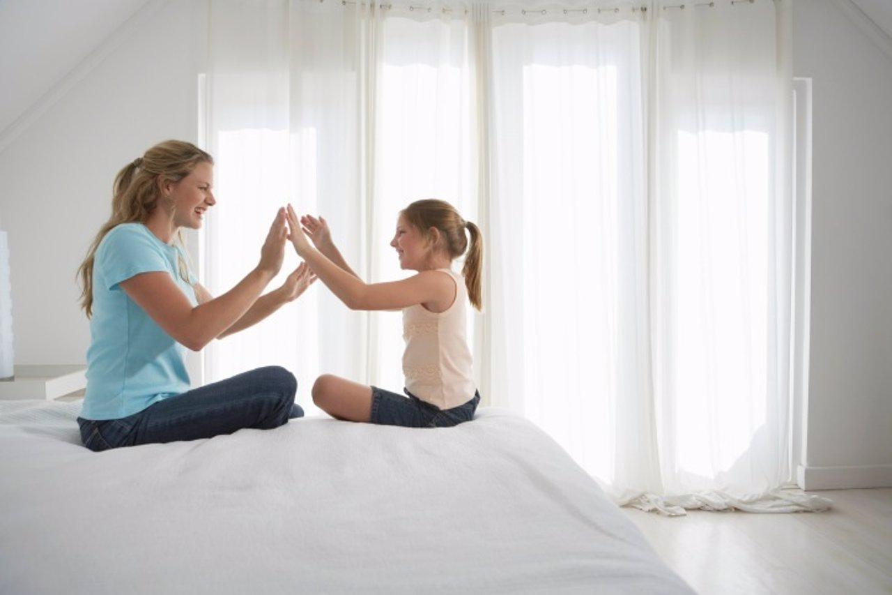 Madre e hija, niña, mujer, autoestima