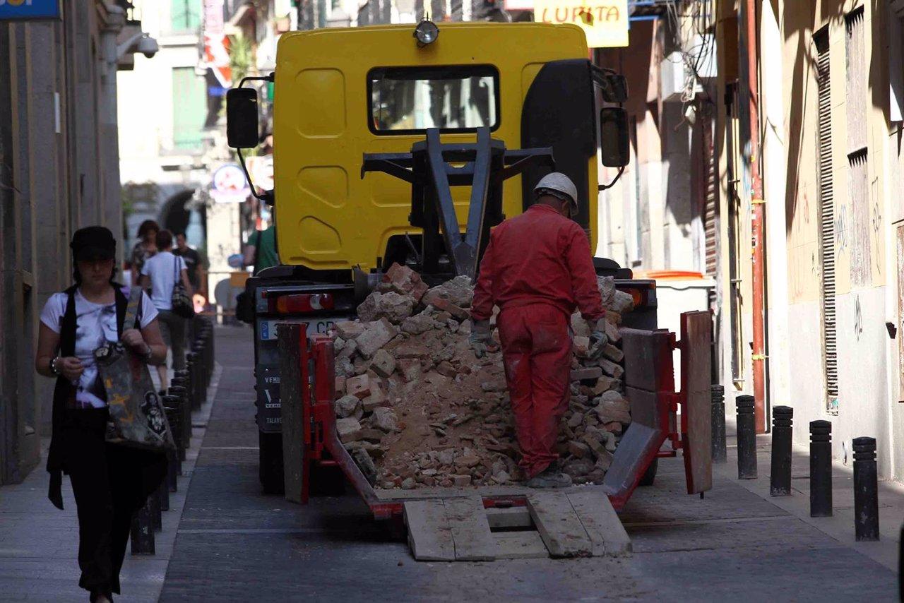 Obras en la calle, construcción, obreros, operario trabajando