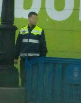 Trabajador con el uniforme de Policía Local