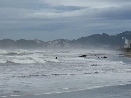 Huracán Patricia alcanza rachas de viento de 400 kilómetros