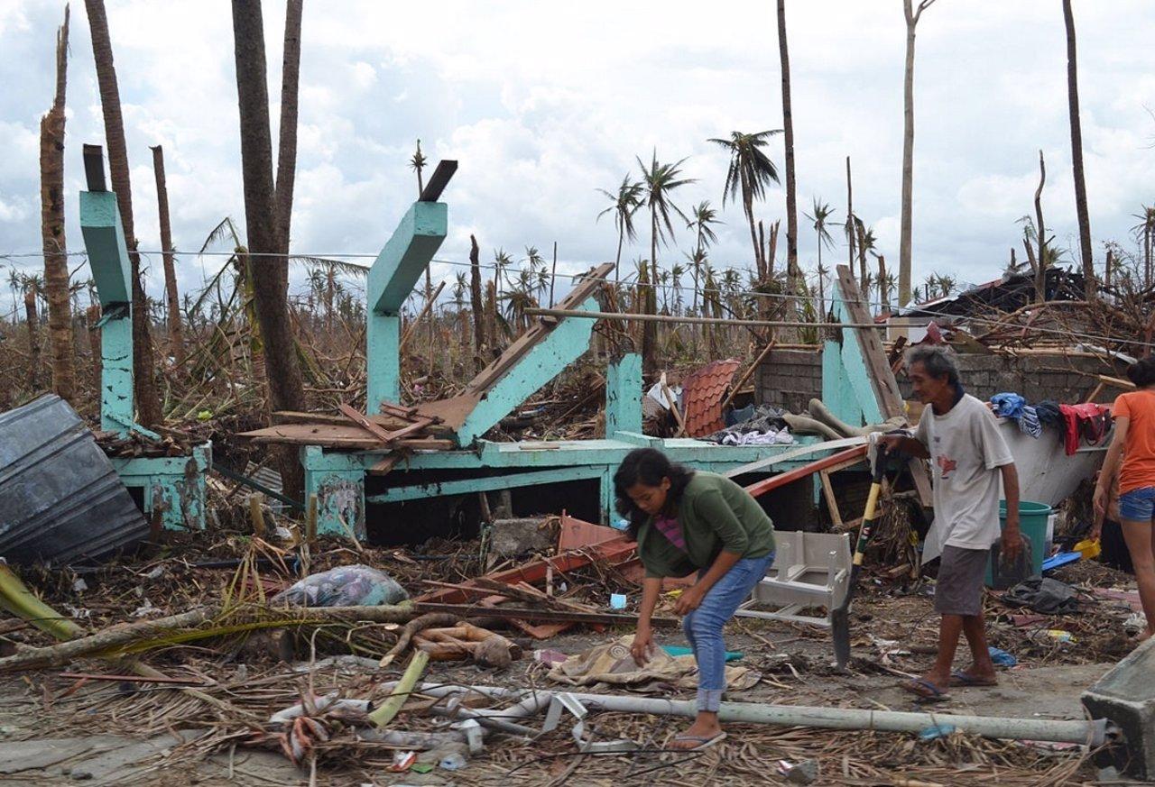 Comapan huracán Patricia con tifón Haiyan