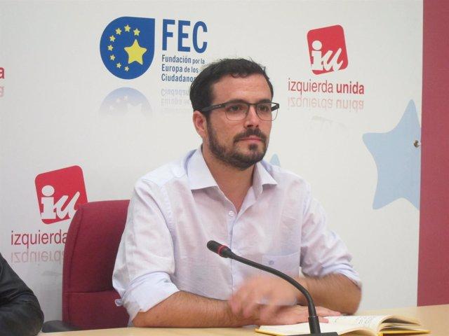 Alberto Garzón en la presentación de Escuela de Formación