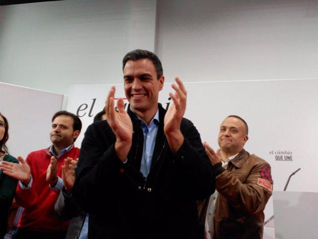 Pedro Sánchez en el mitin-homenaje a Antonio Fernández