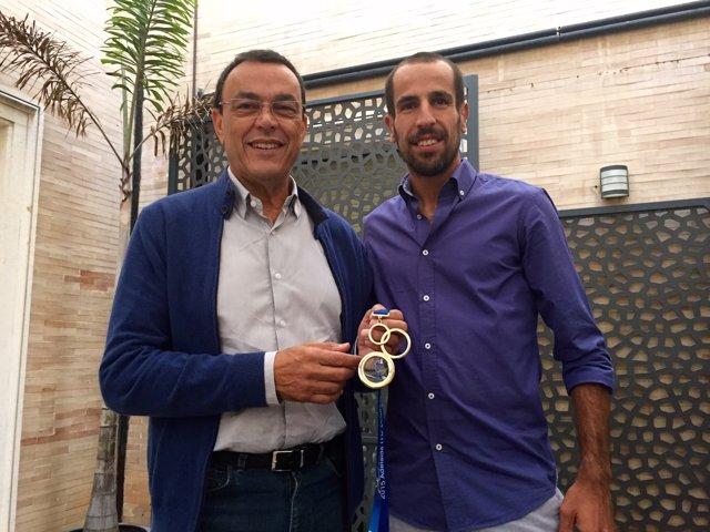 Ignacio Caraballo recibe a Emilio Martín, campeón en duatlón