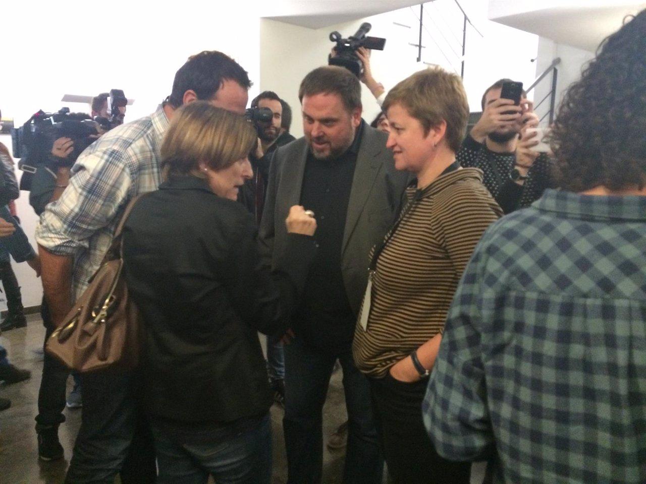 Oriol Junqueras, Carme Forcadell y Magda Casamitjana antes del Consejo Nacional