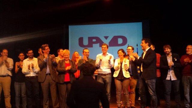 Andres Herzog (UPyD) y los candidatos del partido para las provincias