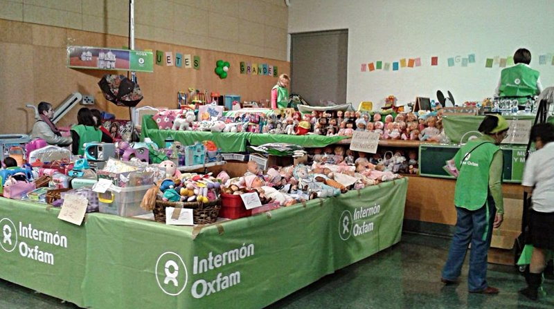 Recogida de material para el rastro de juguetes 2015 for Material oficina zaragoza