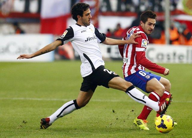 Parejo y Koke en un Atlético - Valencia
