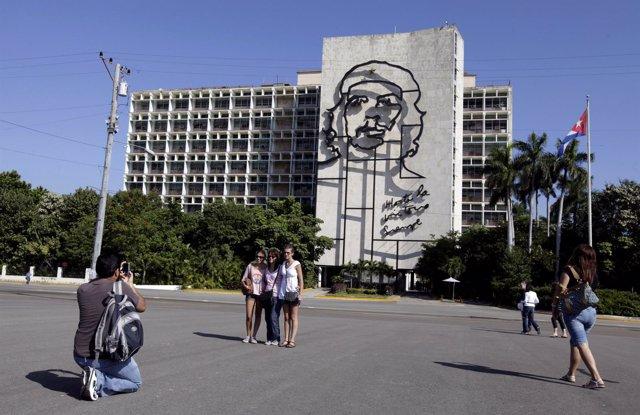 Grupo de turistas en la ciudad de La Habana