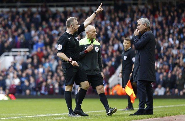 El Chelsea vuelve a perder y Mourinho termina expulsado