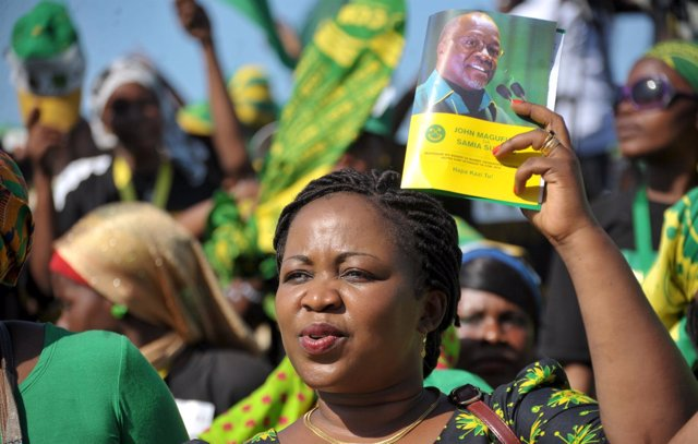 A supporter of Tanzania's ruling Chama Cha Mapinduzi (CCM) presidential candidat