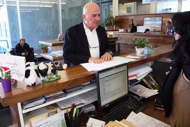 Luis Carlos Albalá registra una copia del protocolo contra la 'avispa asiática'