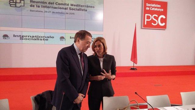 El secretario general de la Internacional socialista, L.Ayala, y Carme Chacón