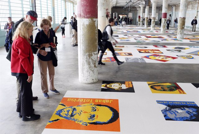 Exposición de Ai Weiwei de retratos de prisioneros hechos con LEGO en Alcatráz