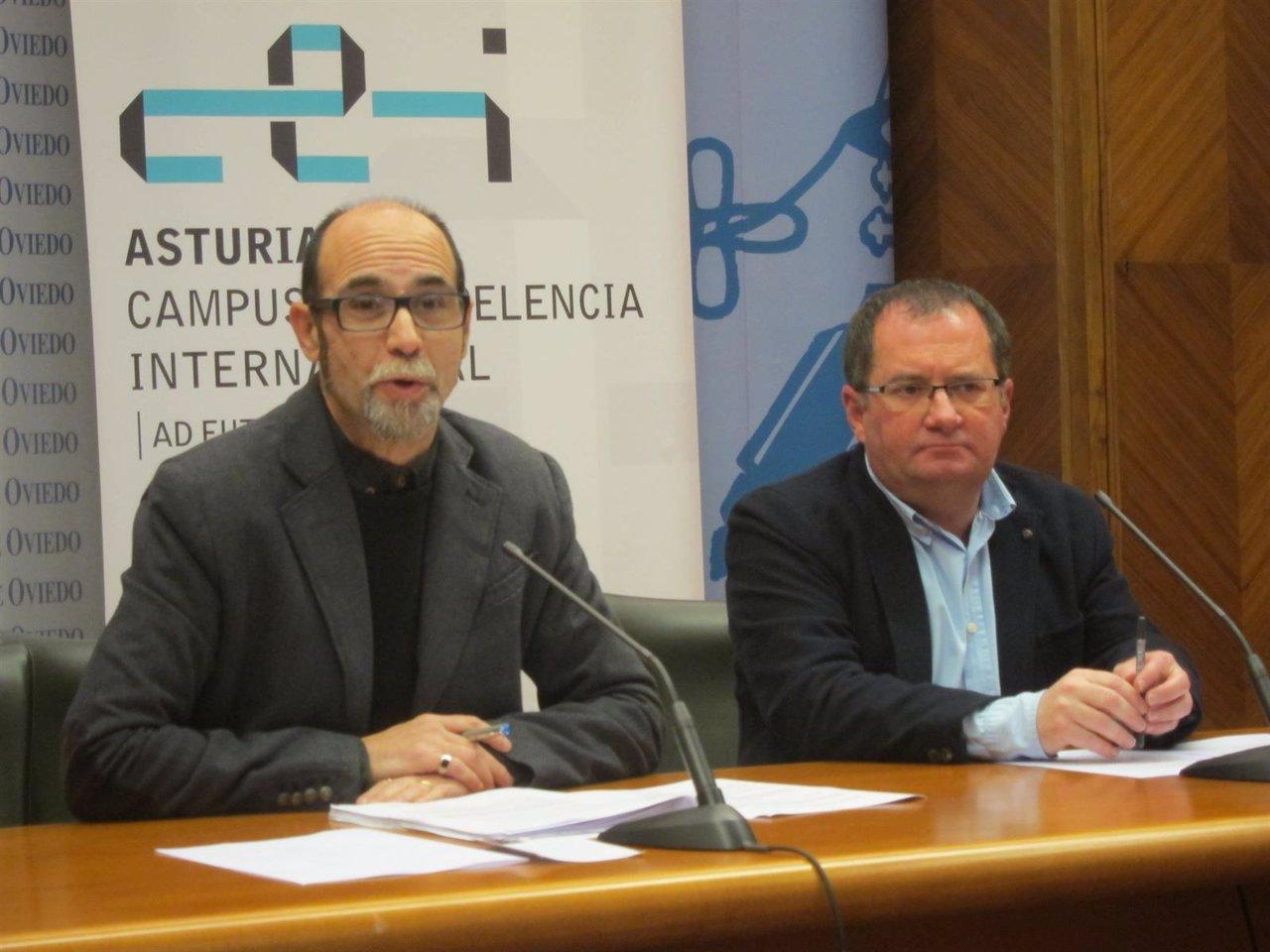 El director de la Cátedra y el vicerrector de Extensión Universitaria