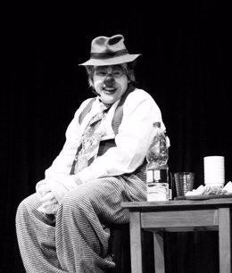 Walter Velázquez representando al payaso Don Carlos Calostro en 'Rescate emotivo