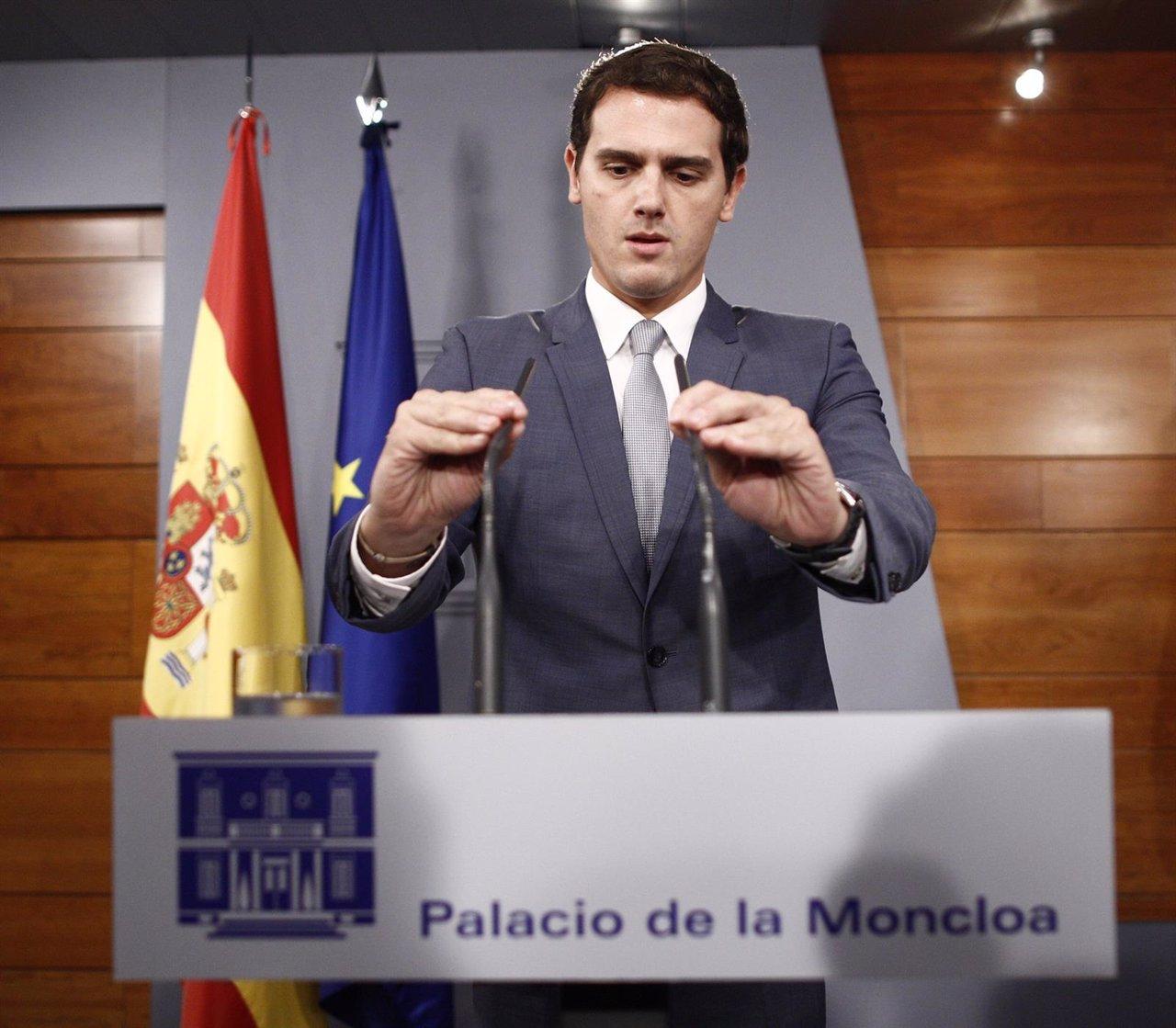 Albert Rivera en la Moncloa tras reunirse con Rajoy